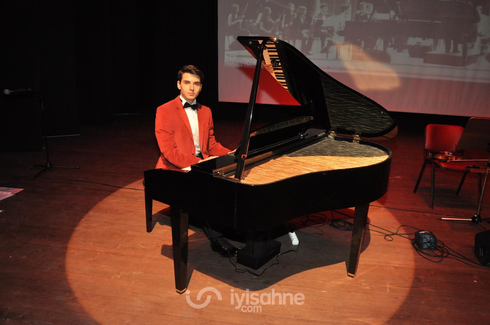 Genç piyanist Güneş Yakartepe piyano konseri ( İBB  Erdem Beyazıt Kültür Merkezi)