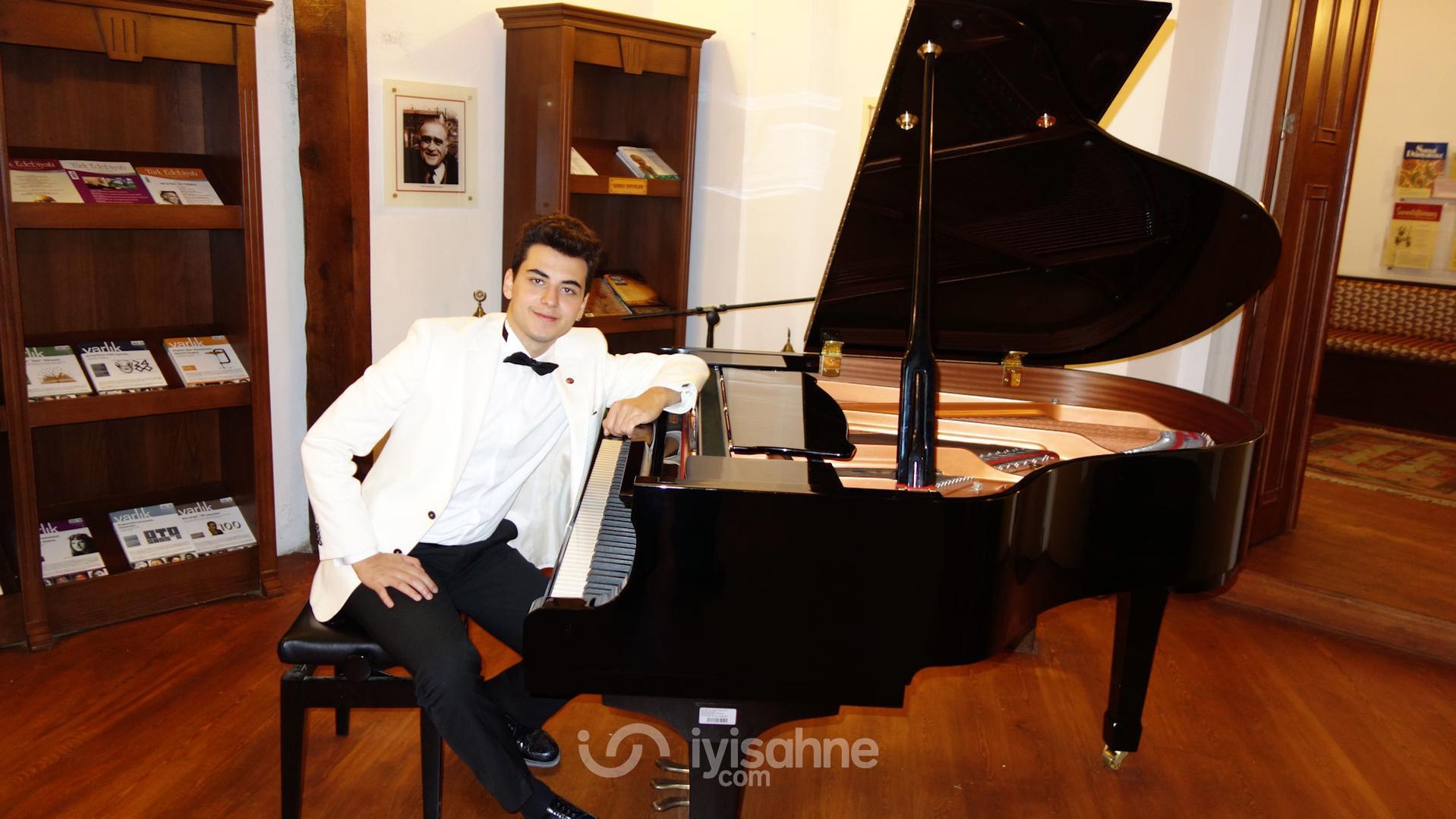 Genç Piyanist Güneş Yakartepe ,  Verdiğim Piyano Konserleri, Etkinlikleri 2011- 2016 .Ahmet Hamdi Tanpınar Edebiyat Müze Kütüphanesi Öğretmen Akademileri Açılışı