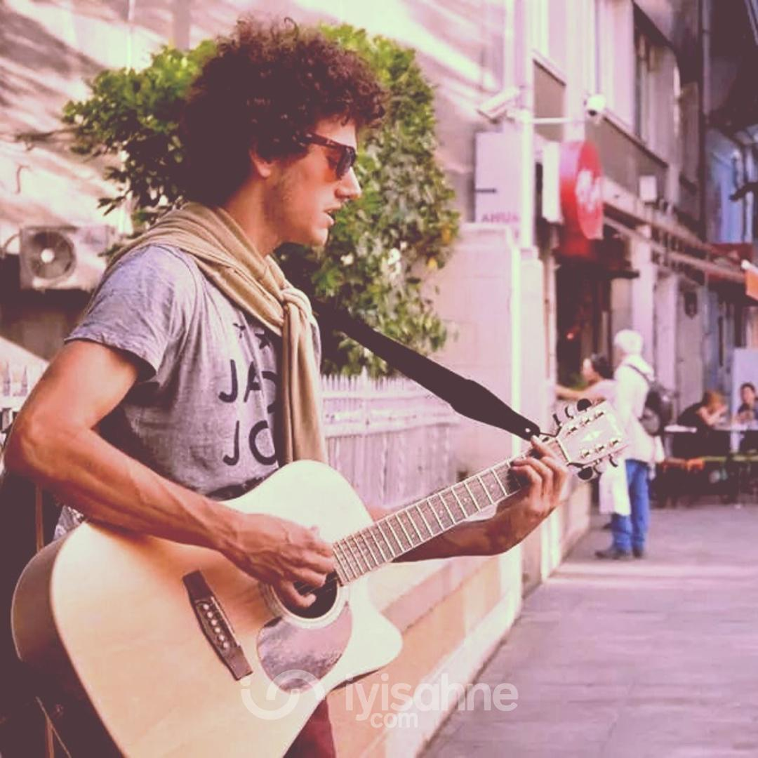 sahnede, sokakta, vapurda birisi evlenirken, doğum gununde, mutlu olurken :D