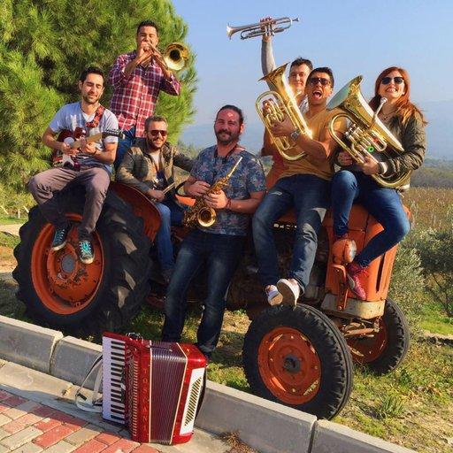 Shukar Muzika Balkan Brass Orkestrası